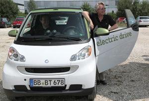 Annette Schavan mit Elektro Auto