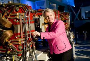 Annette Schavan mit Teilchenbeschleuniger