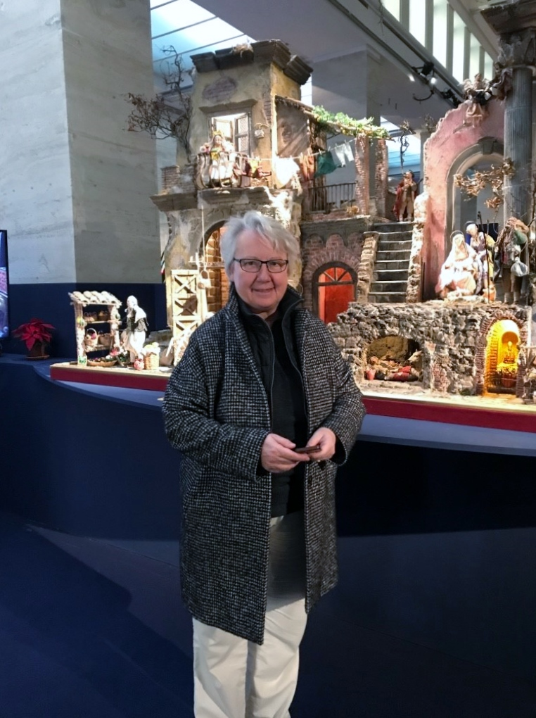 Annette Schavan vor Krippe